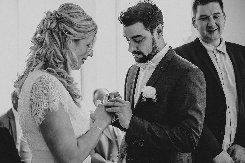 Standesamtliche Hochzeit in Offenburg - Carina und Simon (9)